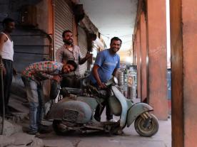 jaipur_vespa_mechanics